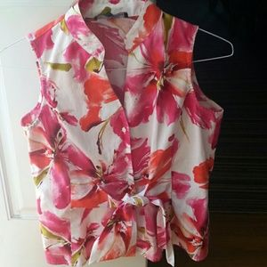 This is a vibrant blouse that is very flattering